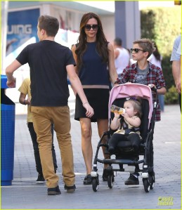 victoria-beckham-universal-city-walk-with-the-kids-16